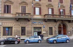 Roma. Danneggiano una macchina della Polizia e monopattini a noleggio