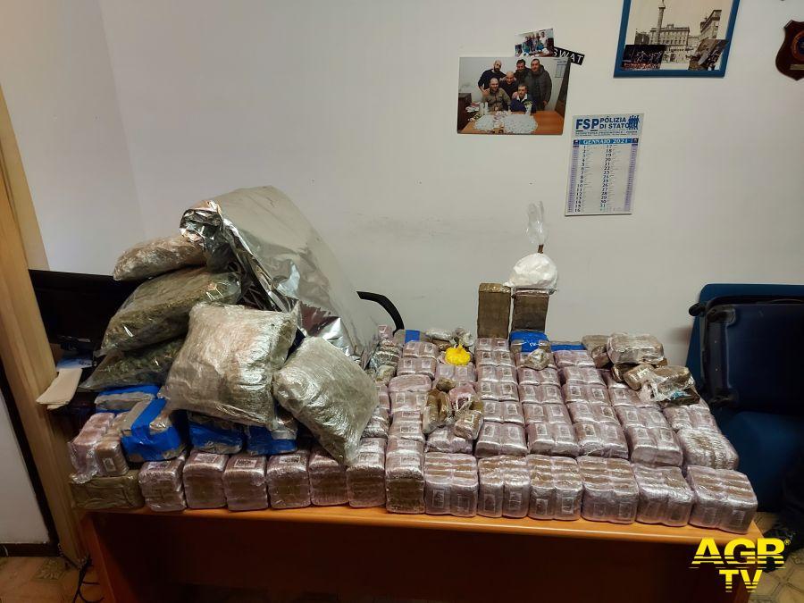 Maxi sequestro di droga a Roma: un quintale di hashish, 5 kg. di marjuana e mezzo kg. di cocaina