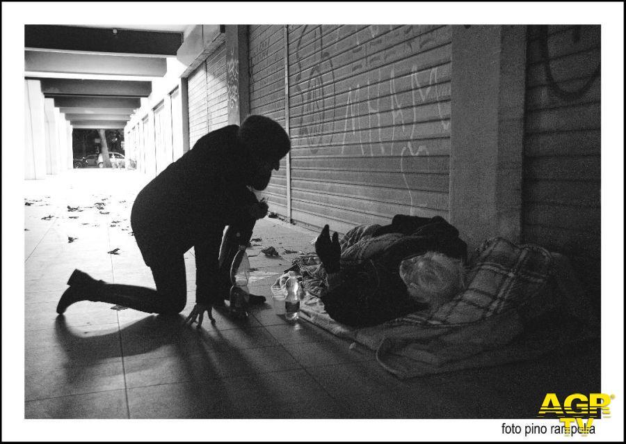 Comunità di sant'Egidio, dalla parte dei poveri e dei senzatetto, i volontari impegnati per  ore in strada