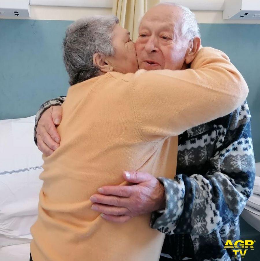 Cure Intermedie. Anche con il Covid festeggiano 54 anni di matrimonio insieme ai sanitari