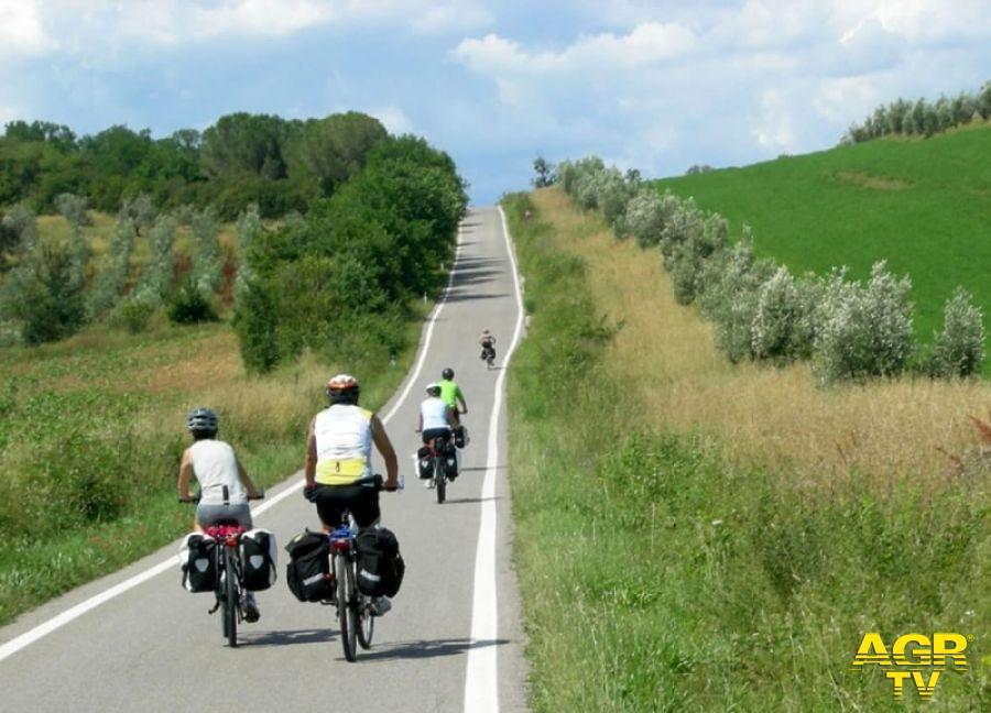 Su due ruote a scoprire la Toscana