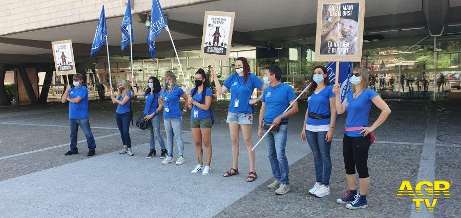 Oipa protesta difesa Orsi