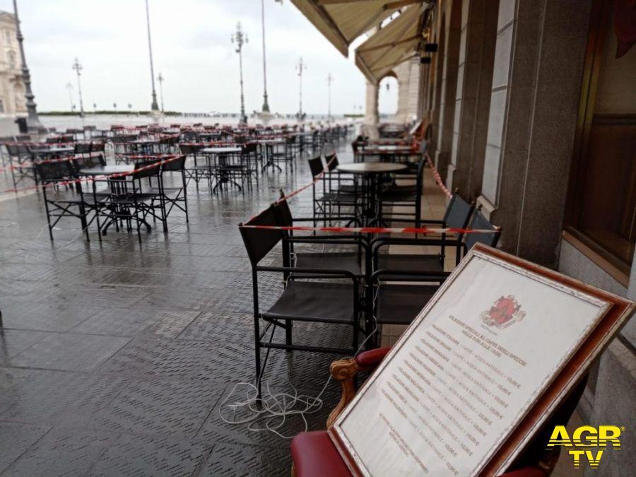Trieste vuota e triste, soffre il distanziamento sociale imposto dalla pandemia
