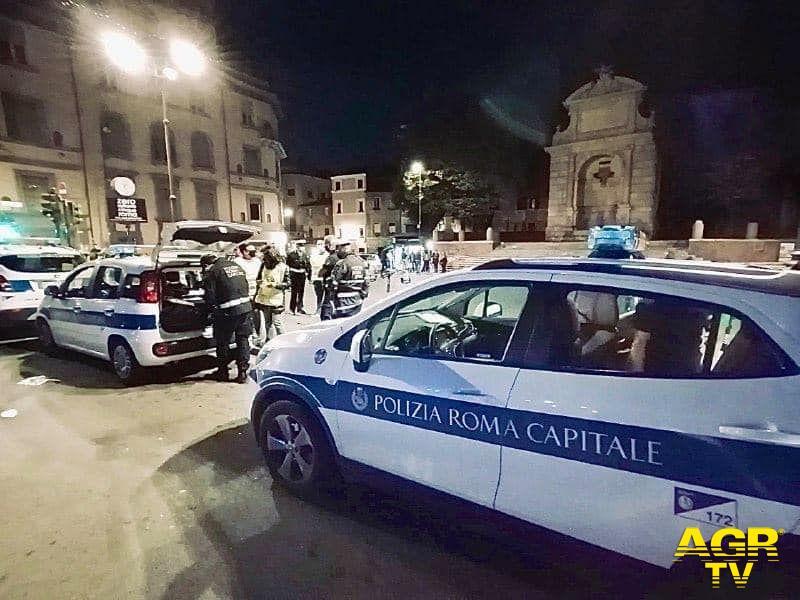 Nuovi assembramenti a Roma, la polizia locale replica con una raffica di multe, la Raggi: non abbassare la guardia