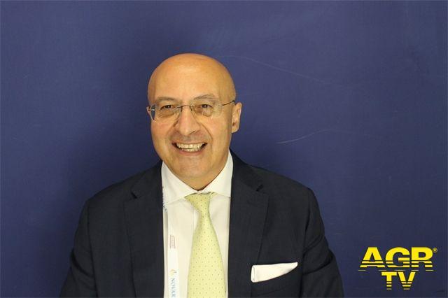 Professor Angelo Valerio Marzano, Professore Ordinario di Dermatologia e Direttore della Scuola di Specializzazione in Dermatologia e Venereologia dell'Università degli Studi di Milano