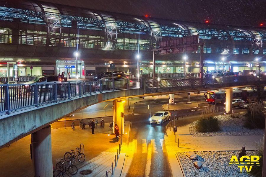 Viviamo Fiumicino: per sostenere il comparto aereo estendere le addizionali comunali anche sulle auto in sosta dei viaggiatori
