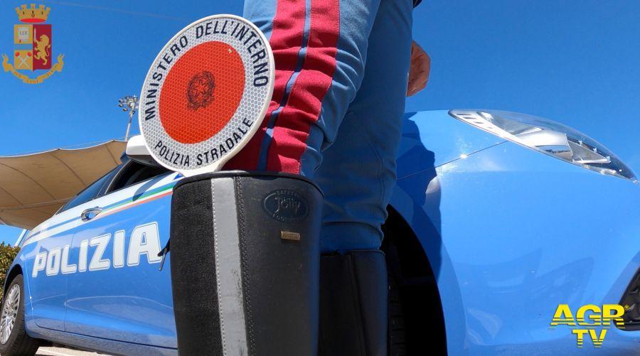 Gara di velocità con il SUV sulla via Appia, fermato uno dei due piloti