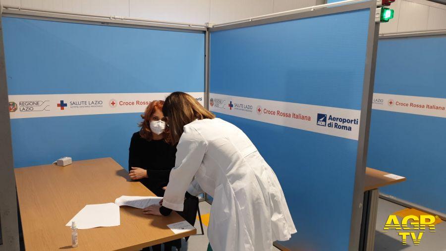 Coronavirus, soddisfazione del CTS per efficienza del Centro Vaccini dell'aeroporto