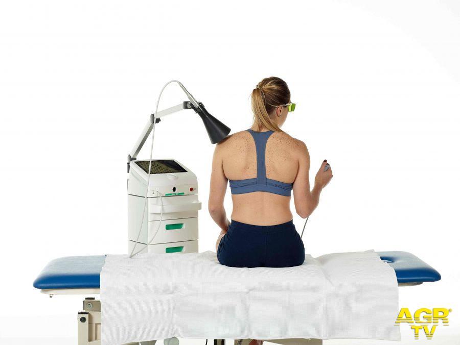Giornata mondiale del malato, aumentano i problemi di salute legati alla schiena, un decalogo per prevenirli e curarli