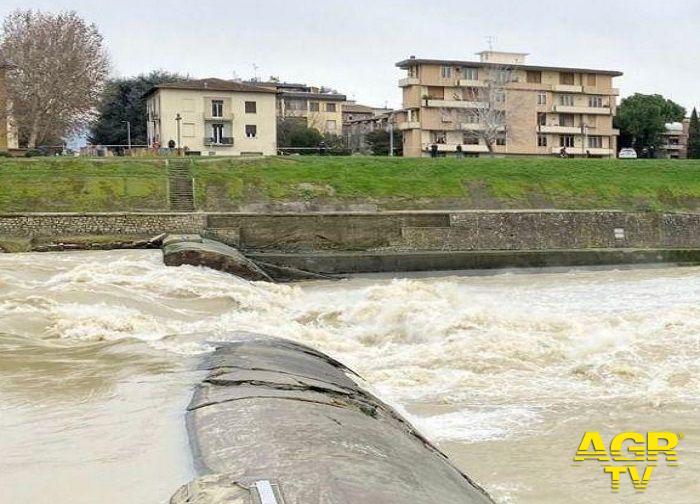Regione. Crollata la briglia sull'Arno in zona Isolotto, a Firenze