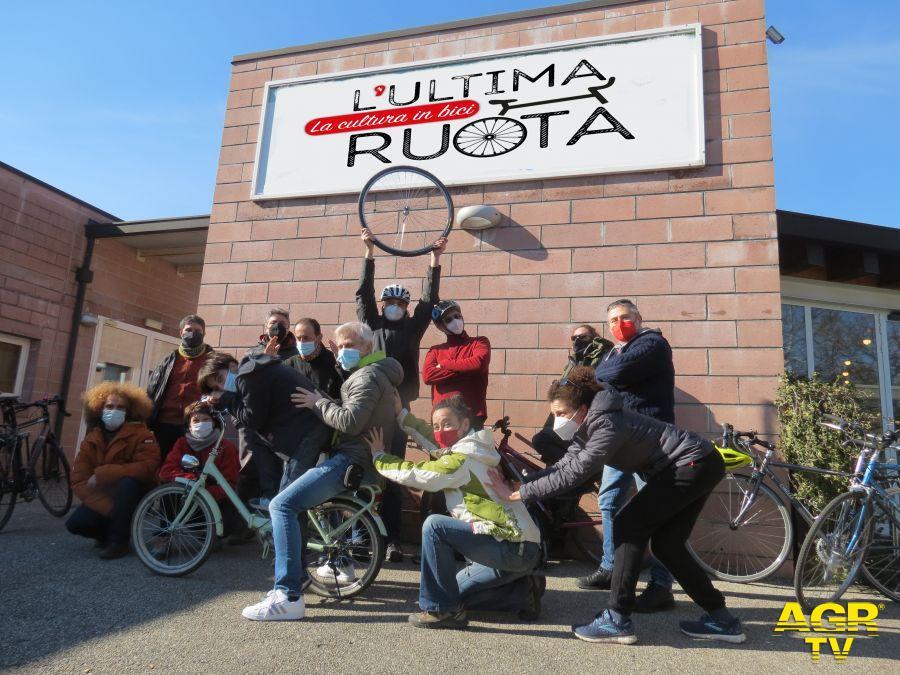 ultima ruota i ciclisti della cultura