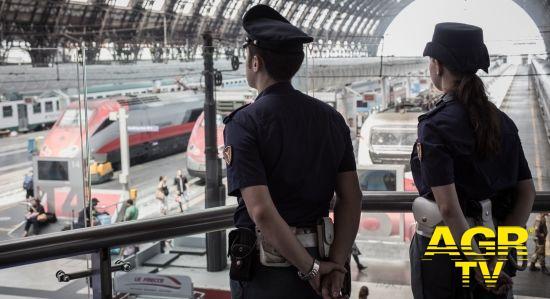 Questura di Firenze 1 arrestato, 5 indagati, oltre 2.000 persone controllate, 3 sanzionati: il bilancio dell'attività della Polizia di Stato, sui treni e nelle stazioni ferroviarie della Toscana