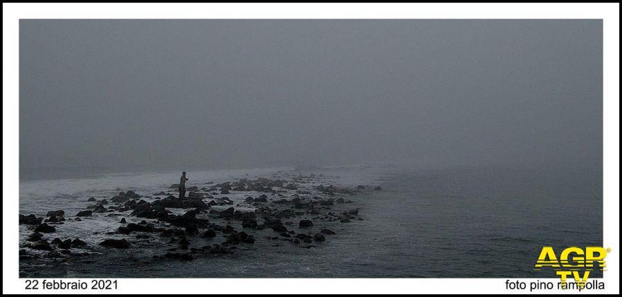 nella nebbia la statua senza tridente....