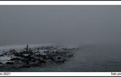 Ostia, sfregiata la statua del Nettuno che protegge la spiaggia dalla furia del mare.