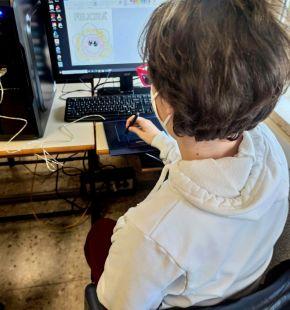 Autismo, Benedetta è tornata a scuola, parla e comunica con la CAA