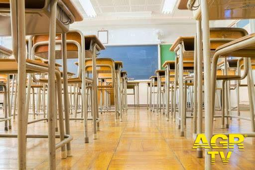 Scuola, domani mobilitazione in tutt'Italia per la fine della DAD, tutti in classe anche le superiori dal 7 aprile