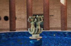 La storica fontana del palazzo delle poste ha bisogno di un re-styling, maggioranza ed opposizione litigano sui tempi
