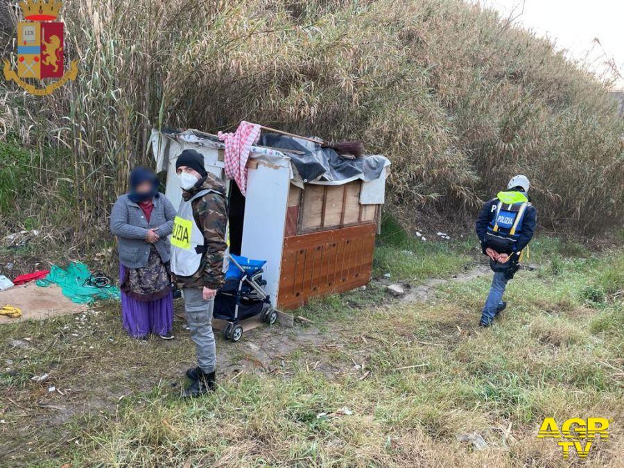 Blitz della polizia in una baraccopoli sul Tevere