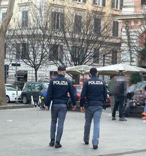 Roma.  Controlli anti assembramento della Polizia di Stato a Trastevere.