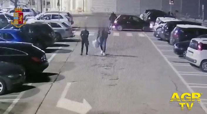 Incidenti simulati nei parcheggi automobilisti Firenze