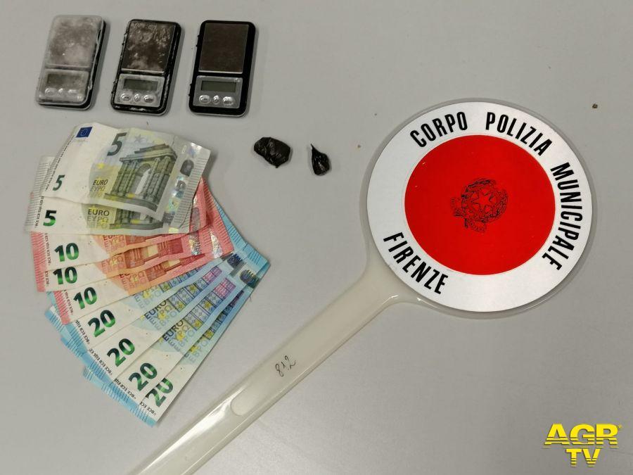 Firenze. Spaccia cocaina direttamente in casa, scoperto e denunciato dalla Polizia Municipale