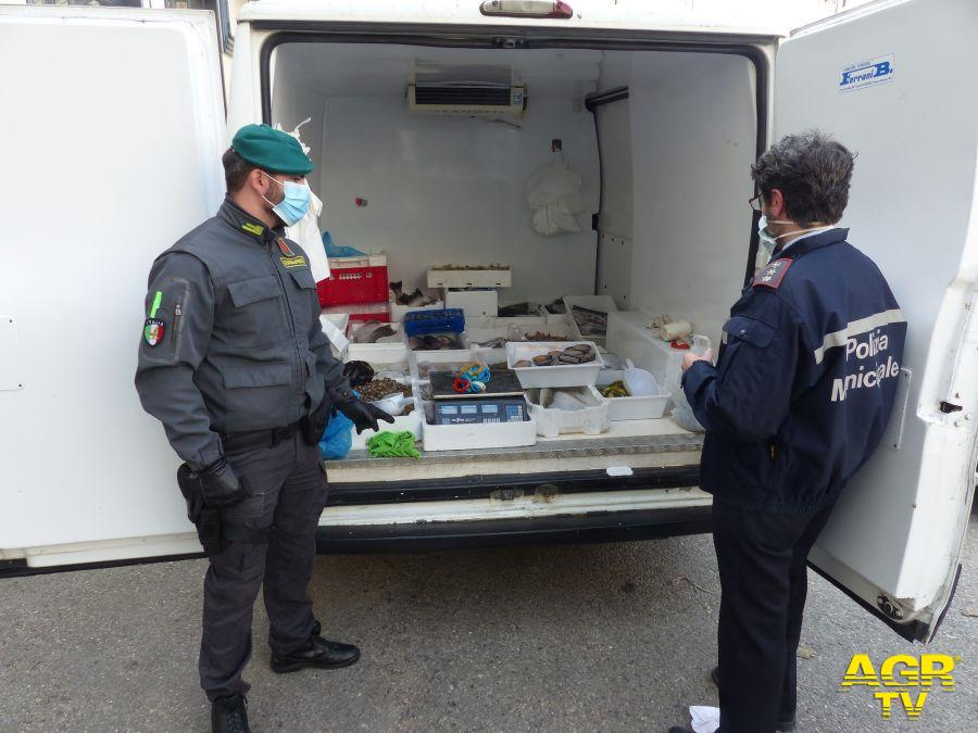 Guardia di Finanza - Comando regionale Guardia di Finanza di Prato e Polizia Municipale di Prato: controlli in materia di commercio abusivo. Sequestrati oltre 110 Kg di pesce