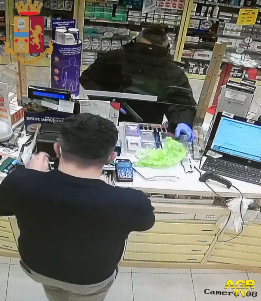 Rapina una farmacia con una pistola giocattolo: preso