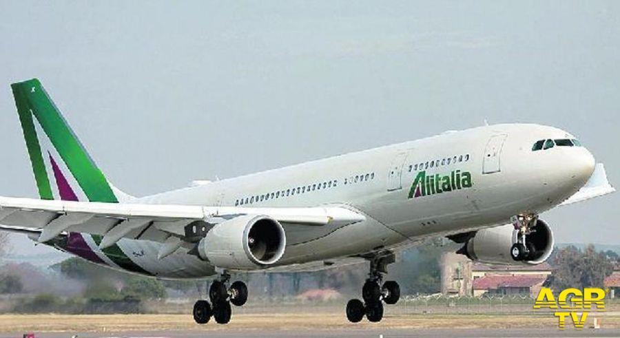 Crisi Alitalia, oggi tutti al Terminal 3 di Fiumicino con i lavoratori per protestare contro il piano strategico