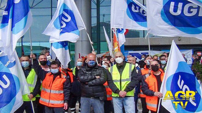 manifestazione Ugl in aeroporto