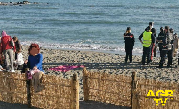 Domenica in zona rossa, i controlli anche sulle spiagge e nei parchi