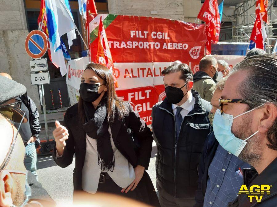 Alitalia, si sbloccano gli stipendi, X Municipio: vengano salvaguardati i posti di lavoro