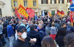 Alitalia, si alza il tono dello scontro, i sindacati: una settimana di mobilitazione, oggi tutti sotto il Mef