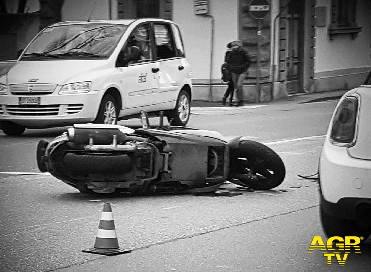 Incidente in via Aretina, centauro perde la vita