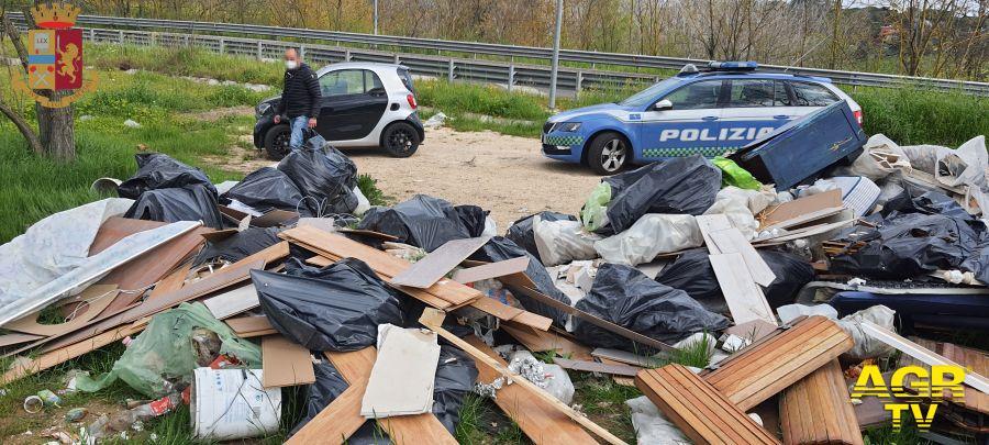 Nomentana, discarica abusiva di materiale edile e rifiuti pericolosi, denunciati in quattro