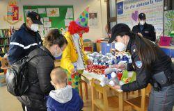 Uova pasquali dalla Polizia ai bambini ricoverati nei reparti di pediatria