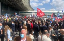 Alitalia, la crisi si allarga all'indotto aeroportuale, lunedì presidio dei lavoratori