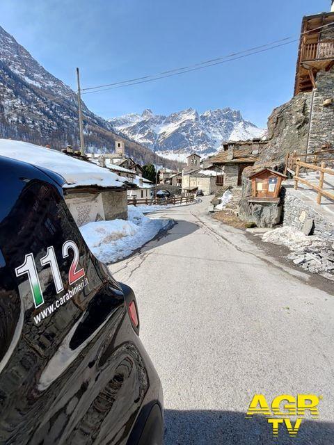 Un click di solidarietà, nel Bellunese gli over 70 prenotano le vaccinazioni sul pc dei carabinieri