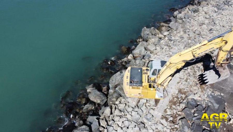 barriera idroscalo lavori escavatore