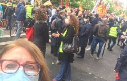 protesta lavoratori alitalia sotto mef