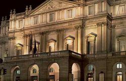 """""""Protesta davanti la Scala per scuotere le coscienze sul dramma dei lavoratori dello spettacolo, l'iniziativa del maestro Veronesi"""
