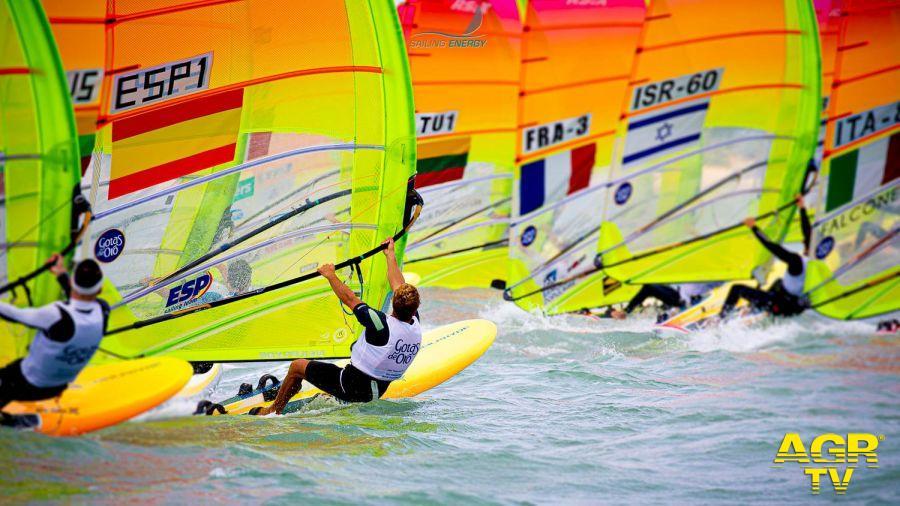 Vela, mondiale windsurf a Cadice, bene gli azzurri con vento forte