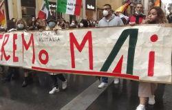 Alitalia, i lavoratori sfilano su via del Corso, no al ridimensionamento della compagnia