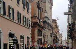 Alitalia, i lavoratori in piazza San Silvestro, nessun passo indietro: giù le mani dalla compagnia