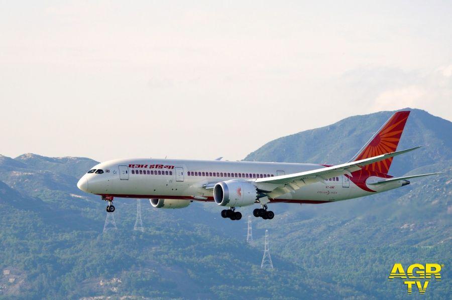 Fiumicino lancia l'allarme: nonostante il diktat del ministro Speranza, in arrivo due aerei dall'India.