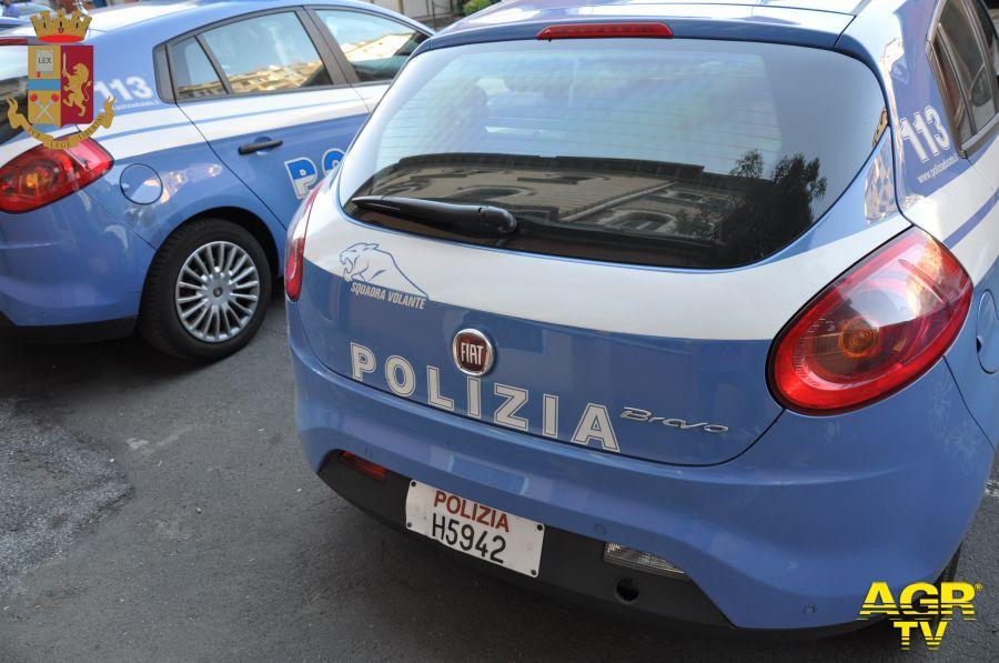Erano andati ad arrestarlo....e quando è andato a chiedere al Commissariato le ragioni del controllo di polizia, gli hanno messo le manette