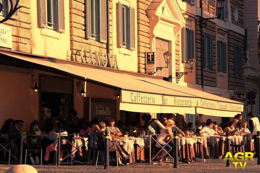 Fiumicino, ristoratori in piazza, rivedere le regole del coprifuoco