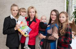 Camilla di Borbone con le figlie Maria Carolina e Maria Chiara