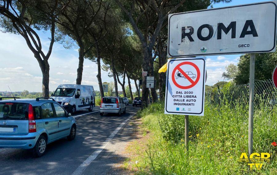 Roma, svolta green, stop alle auto inquinanti dal 2030