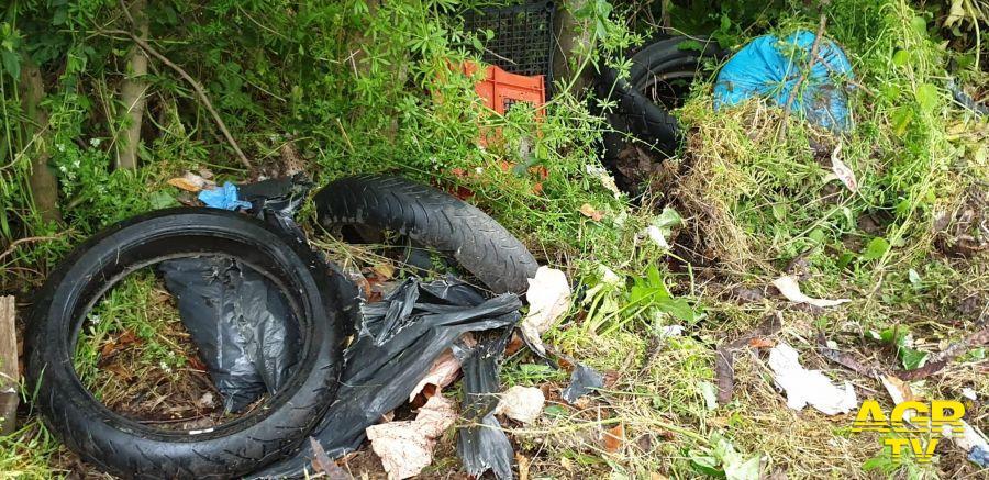 rifiuti riserva macchiarella abbandonati