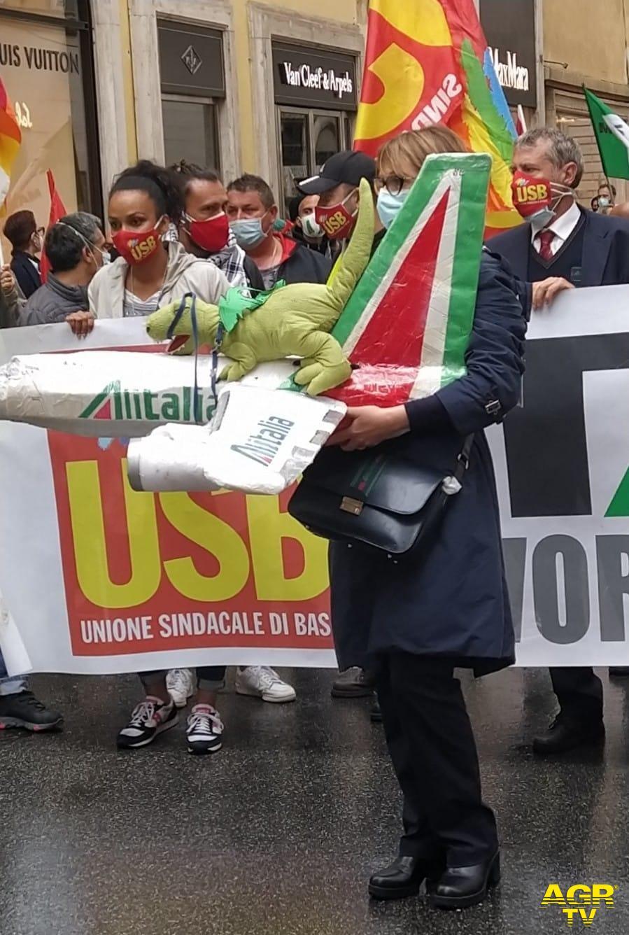 Alitalia, mobilitazione dei lavoratori da martedì 11 maggio, sabato 15 maggio sciopero del comparto aereo